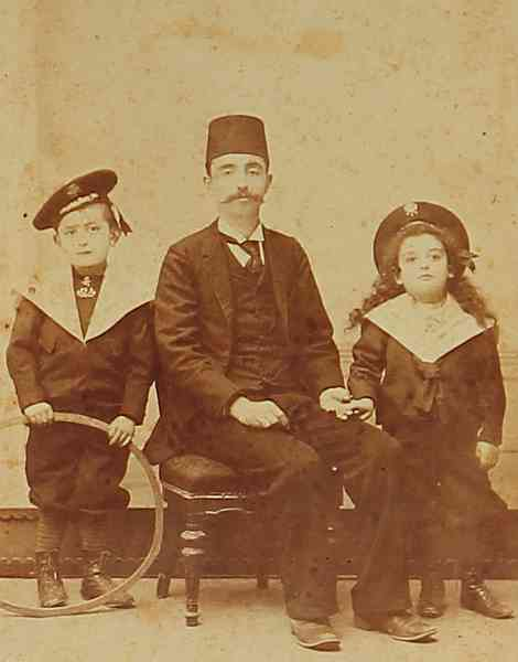 Samatia 1900 Armenian father and children