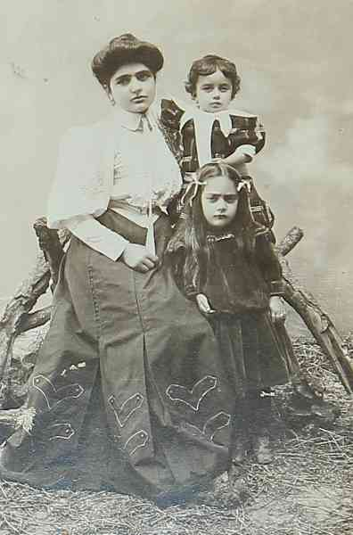 Mrs Tartabouroumian and her children – Talas