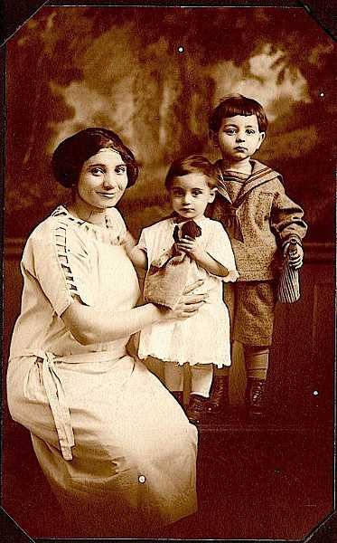 Zaruhi Mooradian with her children – 1923