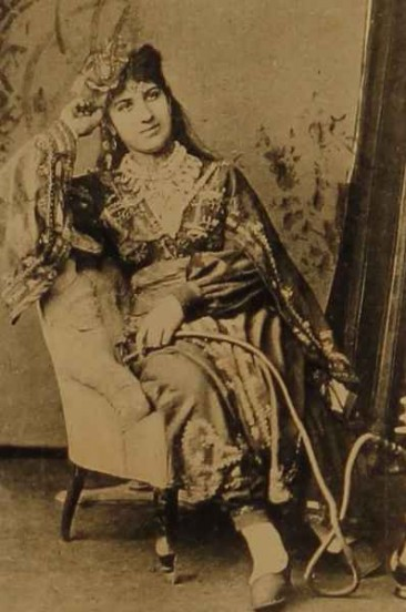 Armenian singer from Salonig