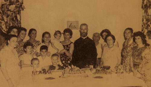 Hovhannesian family with Kahana Der Harutiun – USA
