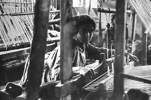Armenian girl weaving – Syria