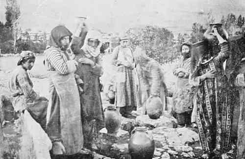 Armenian women at the fountain – Mokhrapert