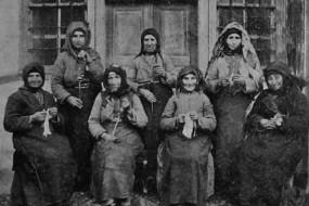 Women knitting in Erznka