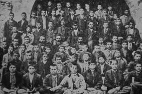 Schoolboys and teachers – Everek