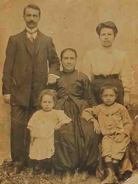 Armenian family – Adabazar 1910