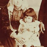 Mother with her child - Teheran 1898
