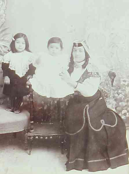 Mother with her children – Teheran 1908