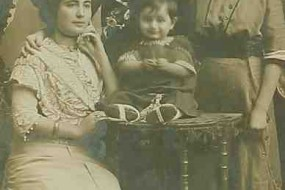 Mrs Seropian and her son Mardik – 1911