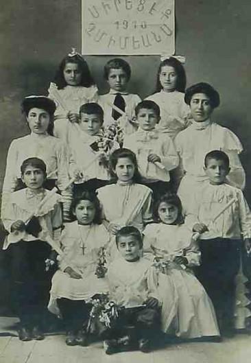 Pupils and teachers – 1910