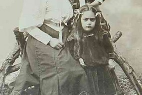 Mrs Tartabouroumian and her children – Talas