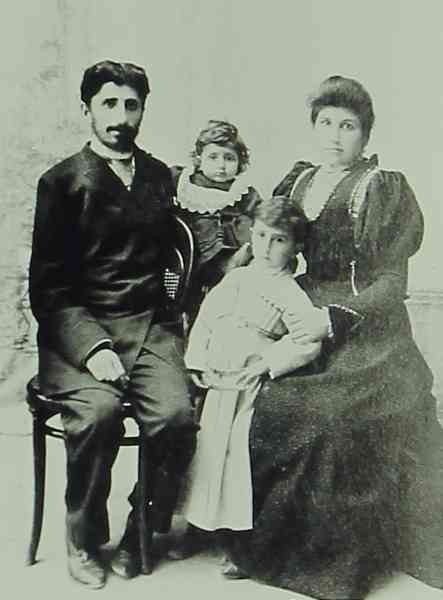 Young Armenian couple with their children – Constantinople 1912