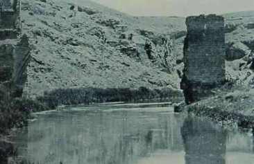 Ruins of the bridge of Ani