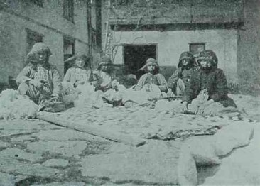 Armenian women working the cotton in Hajen