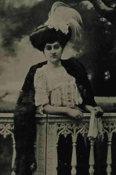 Mrs Iskouhi Minasse, Armenian poetess