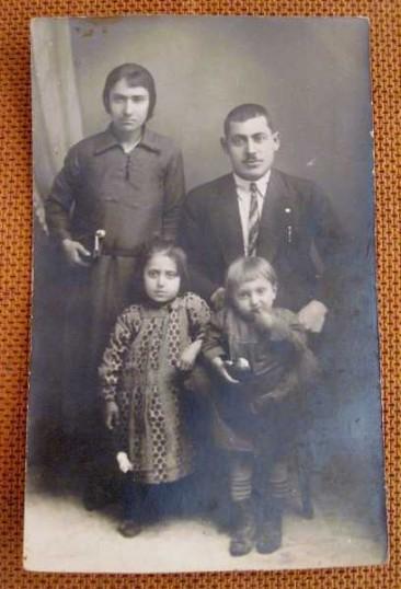 Armenian family from Pazmashen – France 1922
