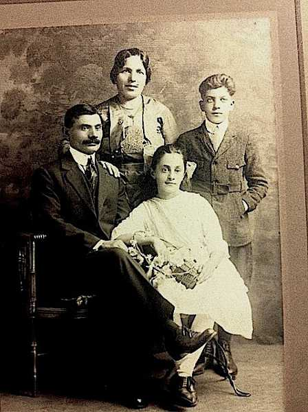 Sarkis Malkasian family in Whitinsville – 1922