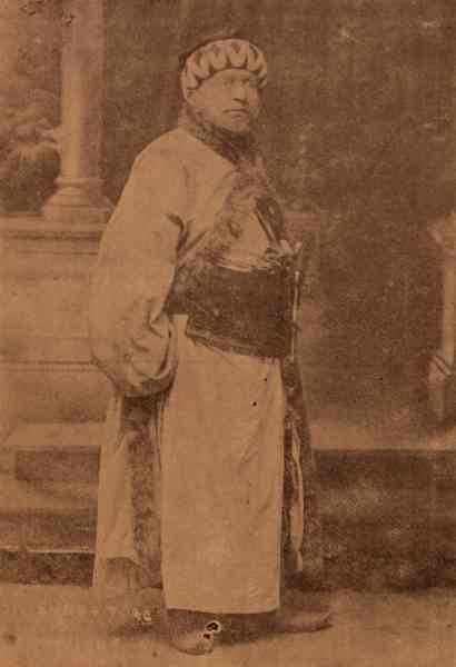 Mardiros Mnagian in the role of Hasan Pasha