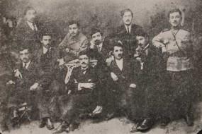 Young Armenians gathered around Ashkhadank newspaper