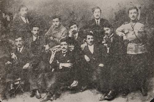 Young Armenians gathered around Ashkhadank newspaper