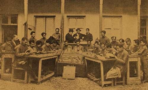 Jewelery workshop for refugees – Tiflis