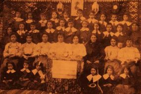 Pupils with their teachers – Dzarig Tasaran, Sivrihisar 1912