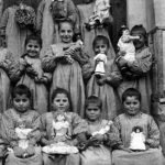 Bitlis 1914 - Armenian children with dolls