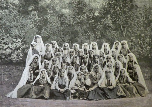 Garin Armenian women in traditional dress – 1901