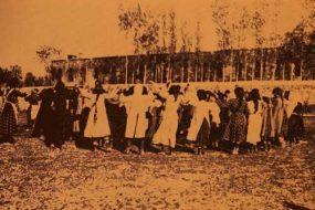 Hripsimian students folk dancing – Garin