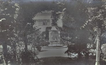 Court garden, San Lazzaro Armenian monastery