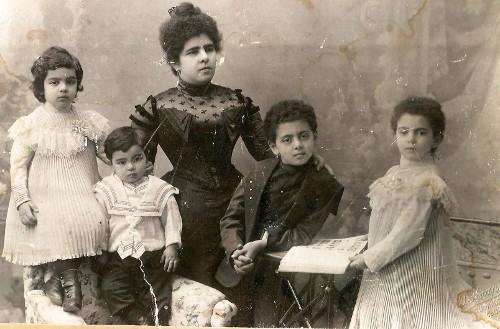 Elena Paronbekova and her children Mikael, Natasha, Tamara, Vasiliy Baguinoff in Tiflis in 1908