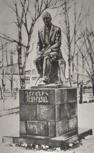 Statue of Derenik Demirchian, Javakh