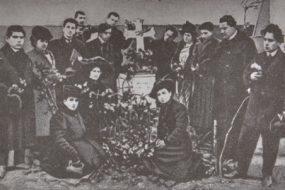 Abelian-ArmenianTheater Group gathered around Bedros Atamian's tomb, Bolis 1908